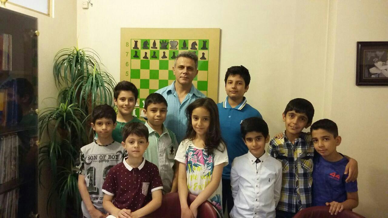 عکس دسته جمعی بازیکنان خرم شاد آکامی شطرنج ملی بعد از مسابقه  ((پنجشنبه ۹۶/۰۳/۱۸))